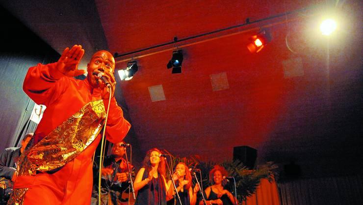 Starke Stimme: Richard Broadnax &  The Zion Gospel Singers beschlossen  die 19. Jazztage. (Urs Lindt)