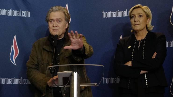 Marine Le Pen distanziert sich von Steve Bannon – zumindest öffentlich.