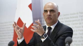 Bundesrat Alain Berset hat den Kantonen ein Ultimatum gestellt.