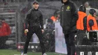 Die beiden Trainer Lucien Favre (im Vordergrund) und Julian Nagelsmann sahen ein spektakuläres Spitzenspiel