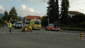 Der Velofahrer wollte gerade aus, der Lastwagen links in die Aarauerstrasse einbiegen. Dabei kam es zur Kollision.