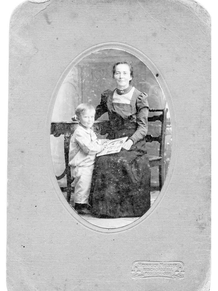 Elise mit ihrem Sohn um 1918. Die gebürtige Thurgauerin kam in der nationalsozialistischen Psychiatrie um.