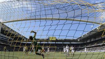 Der Ball ist im Netz: das Thuner Stadtparlament hat am Freitag finanzielle Nothilfe für den FC Thun gesprochen.