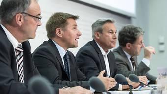 Die SVP will zurück zur Kontingentspolitik, für die anderen Parteien führt kein Weg an einer neuen EU-Abstimmung vorbei: SVP-Vertreter bei der Präsidentation ihrer Umsetzungsvorschläge