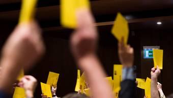 Wo hat die BDP Platz? Ein Jahr nach dem Rücktritt von Bundesrätin Eveline Widmer- Schlumpf und der Wahlschlappe sucht die Partei ihre Position.