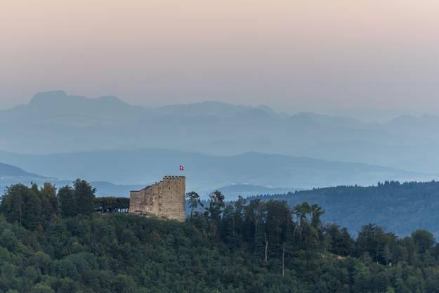 Atemberaubende Kulisse: Das Schloss Habsburg liegt in einer Höhe von 505 Metern auf dem Hügelkamm des Wülpelsbergs.