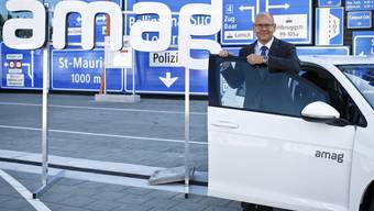 Morten Hannesbo, CEO von Amag, posiert vor dem neuen Logo der Amag in Luzern (Archivbild).