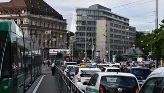 Neue Ampeln werden doppelt so lange rot wie grün bleiben – damit soll das Verkehrschaos in der City reduziert werden. (Symbolbild)