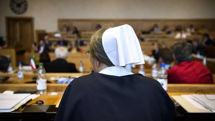 Ein Mitglied der Abgeordnetenversammlung während der Diskussion über die «Ehe für alle».
