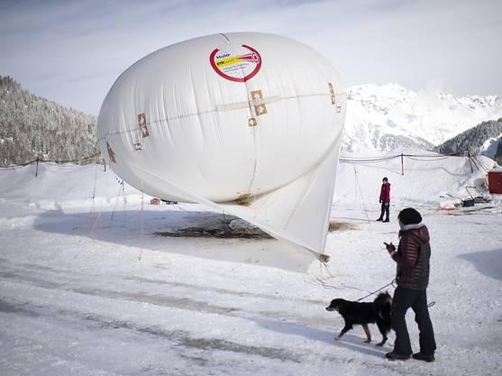 Die Forschenden wollen mithilfe der Fesselballon-Messungen mehr darüber lernen, wie Niederschlag im Gebirge entsteht.