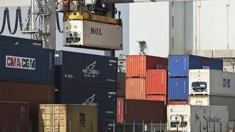 Der starke Franken werde die Exportindustrie belasten, prognostiziert das SECO (Symbolbild)