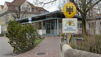 Bald verkürzte Öffnungszeiten? Das deutsche Zollamt an der alten Rheinbrücke ist unter Druck. Ingrid Böhm-Jacob