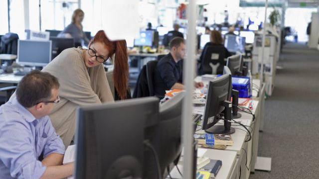 Kampf um Print- oder Online-Vormachtstellung: Mitarbeiter der Gratiszeitung «20 Minuten». Foto: Keystone