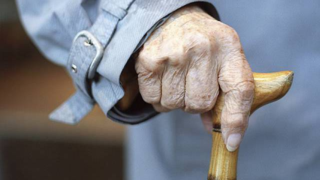 Gehstock einer älteren Frau (Symbolbild, Archiv)