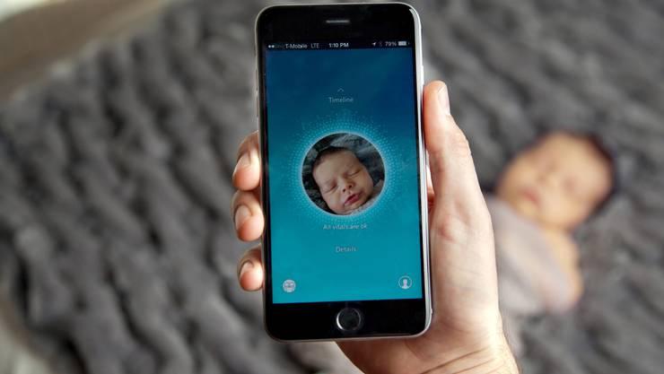 Herzfrequenz, Hauttemperatur, Liegeposition – Wearables wie der Owlet-Baby-Monitor können heute das Baby vermessen.
