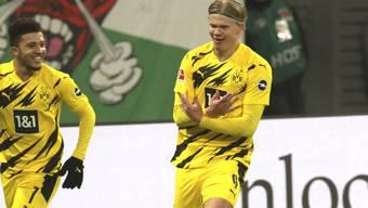 Rekordjäger: Mit seinen beiden Toren hat Erling Haaland (rechts) nun 25 Treffer in ebensovielen Bundesligaspielen erzielt.
