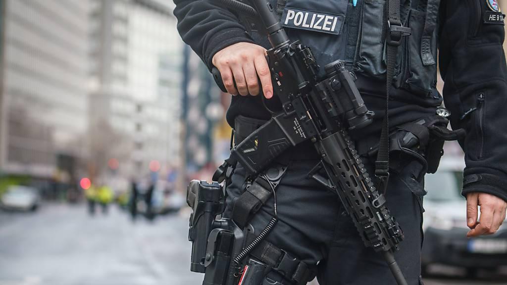 Die Polizei hat drei Männer aus Syrien festgenommen, die verdächtigt werden, einen Anschlag vorbereitet zu haben. Foto: Frank Rumpenhorst/dpa