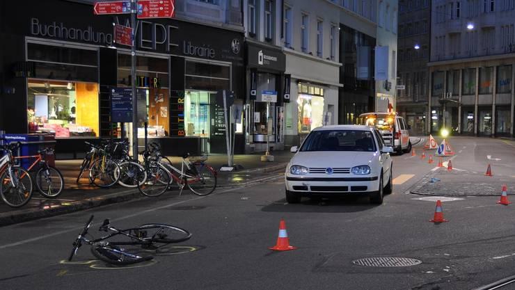 Ein Franzose rammte mit seinem Fahrrad ein korrekt entgegenkommendes Taxi.