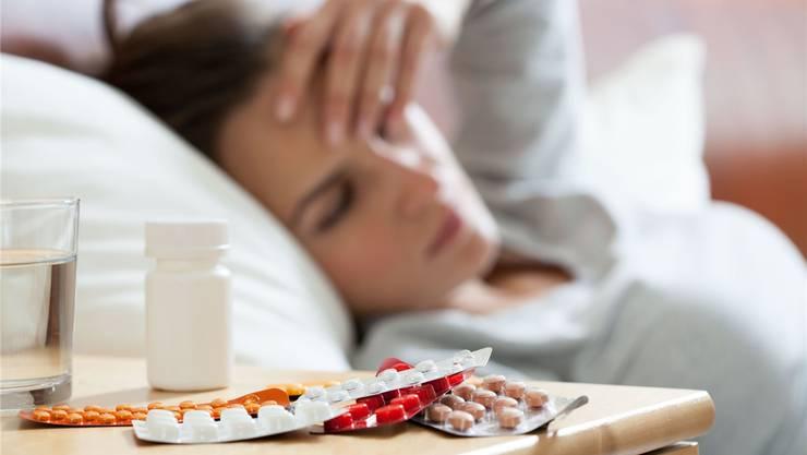 Weiterhin erkranken viele Basler an der Grippe. Langsam ebbt die Grippewelle jedoch ab.