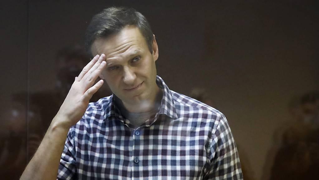 Alexej Nawalny, russischer Oppositionsführer, steht während seiner Verhandlung hinter einer Glasscheibe im Babuskinsky Bezirksgericht. (Archiv)