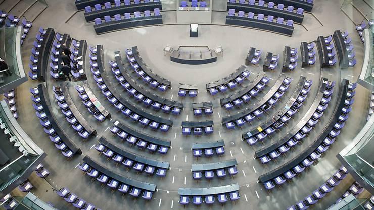 Der deutsche Bundestag hat zahlreiche Gesetzesänderung auf den Weg gebracht: So sind Kinderehen und die Majestätsbeleidigung nun passé. (Archivbild)