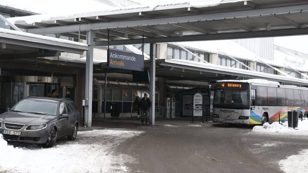 Blick auf den Eingang zum Flughafen Landvetter östlich von Göteborg. Dorthin wurde ein SAS-Flugzeug auf dem Weg von London nach Stockholm wegen einer Bombendrohung umgeleitet