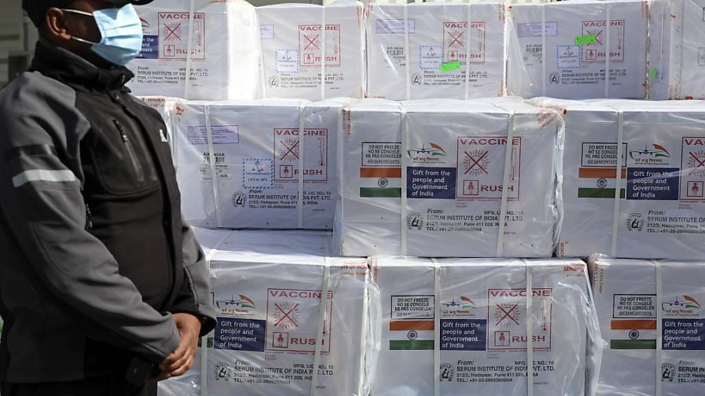 Afghanistan erhält 500 000 Dosen Corona-Impfstoff aus Indien