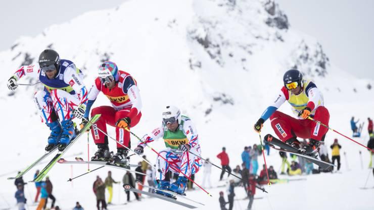 Der Schweizer Romain Detraz, hier ganz rechts, gewinnt überraschend in Arosa