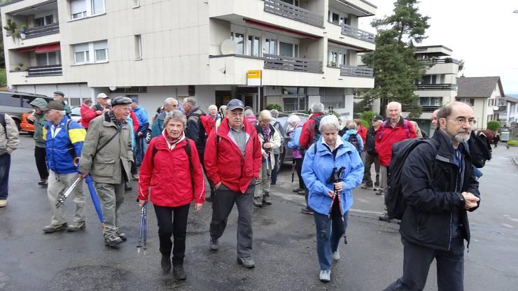 Start der Wanderung in Schönenberg