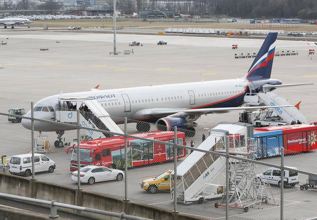 Notlandung Aeroflot-Airbus (© KEYSTONE/Siggi Bucher)