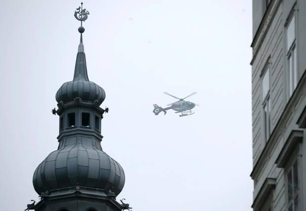 Auch ein Polizeihelikopter war im Einsatz.