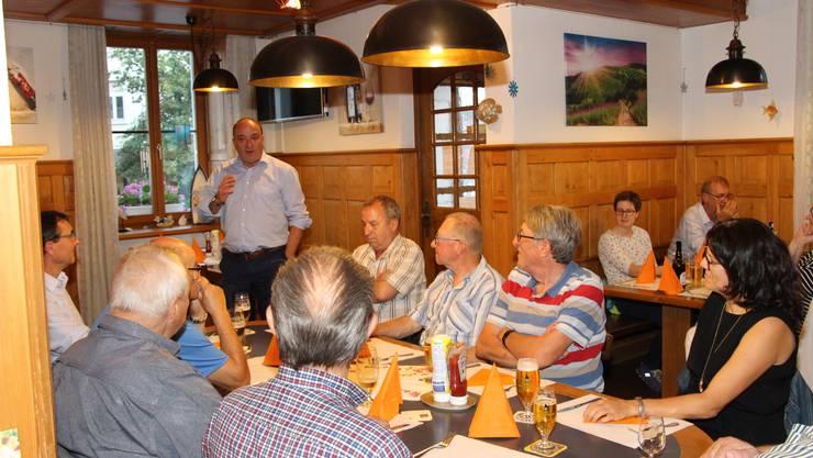 Auch in Zeiten von Corona am Puls des Volkes: Landammann Markus Dieth im Restaurant «Gotthard».