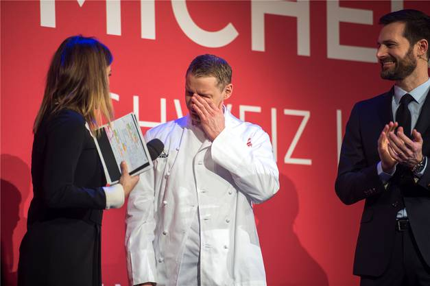 Patrick Mahler kurz nachdem er von Eva Nidecker erfahren hat, dass er jetzt Sterne-Koch ist