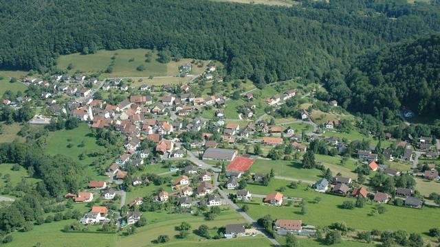 Blick auf Grindel. Dessen Gemeinderat wehrt sich nach wie vor, die Schule mit Bärschwil zusammenzulegen.