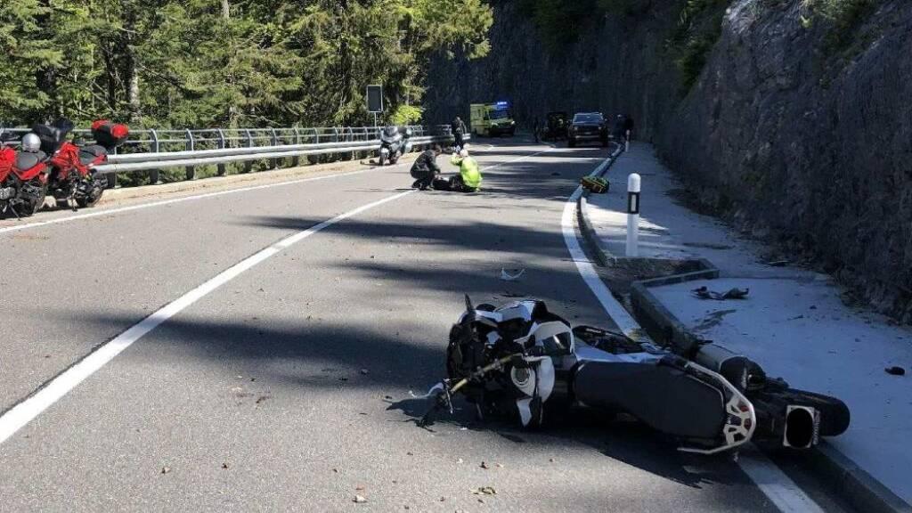 Drei Motorradfahrer bei Unfall auf der Jaunpass-Strasse verletzt