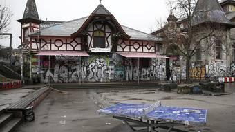 Für den mutmasslichen Täter, der im August 2007 eine Brandbombe in der Berner Reitschule gelegt haben soll, forderte der Staatsanwalt des Bundes vor dem Bundesstrafgericht eine unbedingte Freiheitsstrafe von vier Jahren.