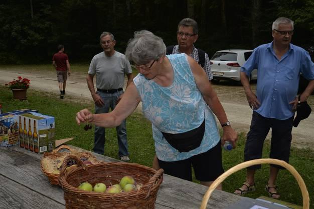 Abendwanderung von Messen durch den Bucheggberger Wald zum Forsthaus Messen und zurück mit 32 Teilnehmern 33