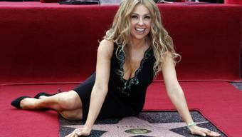 Sängerin Thalia posiert bei ihrem Stern (Archiv)