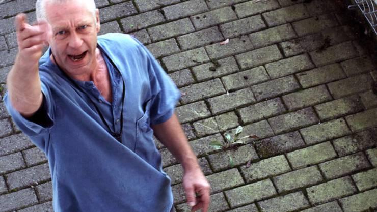 """Jörg-Heinrich Benthien, hier in einer Szene aus dem Film """"Der böse Onkel"""" von Urs Odermatt, ist unerwartet in einer Probenpause verstorben. Er wurde 56 Jahre alt. (Pressebild Odermatt)"""