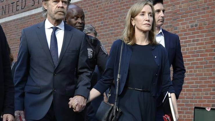 """Die """"Desperate-Housewives""""-Schauspielerin Felicity Huffman wurde Mitte September wegen Bestechung unter anderem zu zwei Wochen Haft verurteilt. Jetzt hat sie diese Strafe angetreten. (Archivbild)"""