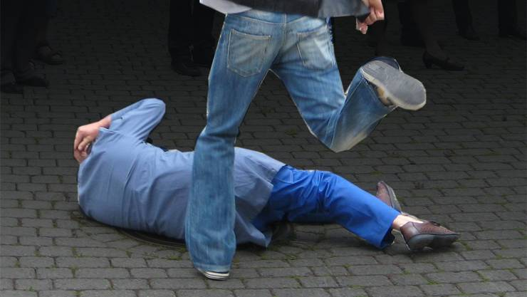Der 50-Jährige erlitt bei der Schlägerei schwere Kopfverletzungen. (Symbolbild)