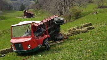 Ein 52-jähriger Landwirt kam beim Unfall mit dem Motorkarren ums Leben. Was genau geschah, wird von der Polizei untersucht.