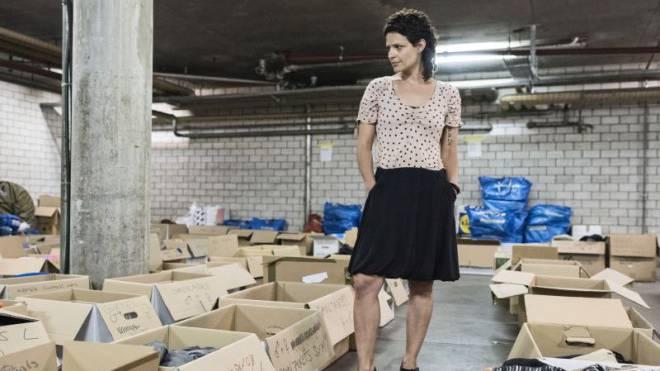 Fabiola Bloch engagiert sich nach wie vor: Sie ist Präsidentin des Vereins «Basel hilft mit», der innert einem Jahr zur Drehscheibe von Kleiderspenden wurde. Foto: Roland Schmid
