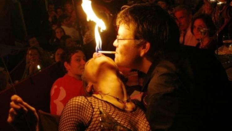 Jennifer Gasser spielt gern mit dem Feuer, verbrennt sich aber nie (Homepage).
