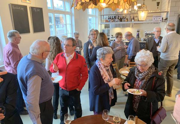 Die anwesenden Stadträten und natürlich allen Gästen, Parteimitgliedern und Sympathisanten beim Apéro konnten sich unterhalten.