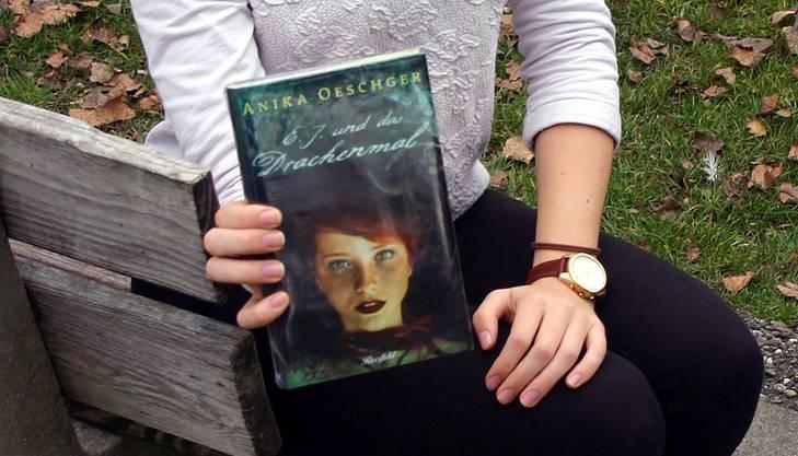 Die junge Urdorferin Anika Oeschger präsentiert ihr Buch: Verschiedene Lesungen sind bereits in Planung.
