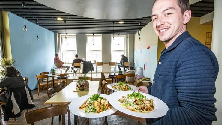 Das neue Pop-up-Restaurant in Basel bietet hausgemachte Pasta an.