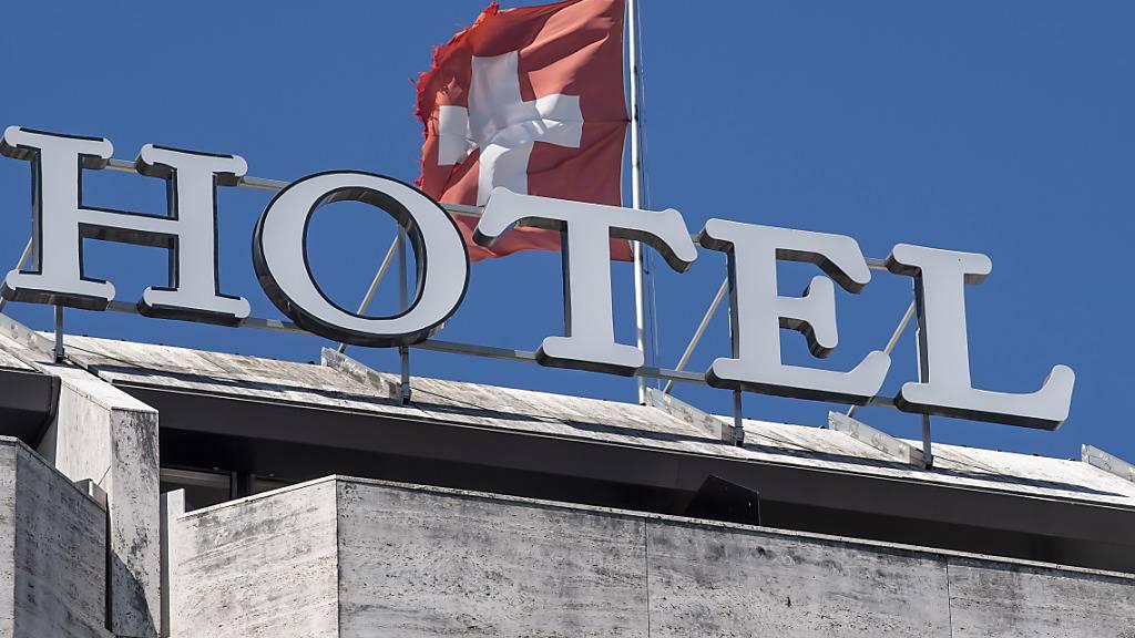 Nach dem Einbruch im Vorjahr geht es mit den Übernachtungszahlen in Schweizer Hotels wieder bergauf: Im Juli kletterten sie um 6 Prozent auf 3,6 Millionen Übernachtungen. (Symbolbild)