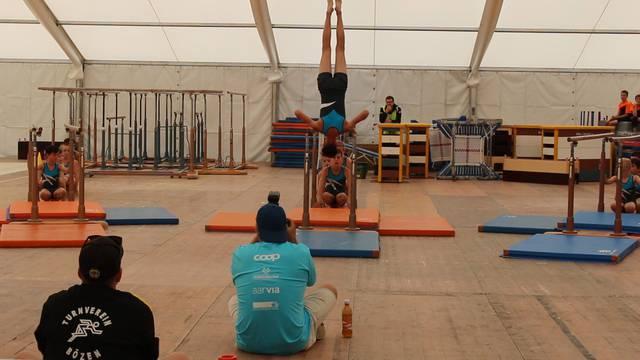 Turnfest Remigen: Barren, Spielparcours und Gymnastik