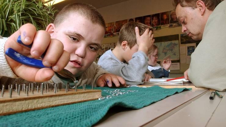 Es bleibt offen, wer über die Integration von behinderten Kindern entscheiden darf.